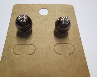 Nice pair of earring studs with a brown glass bead