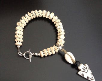 Bracelet with beads carved coconut tiberain, shell and bone arrow silver beads