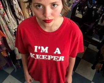 """Vintage I'm a keeper"""" Red Tshirt"""