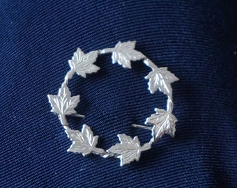 Vintage Sterling silver circle with 7 maple leaves, Brooch