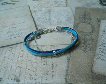 Bracelet composed of several ribbons blue