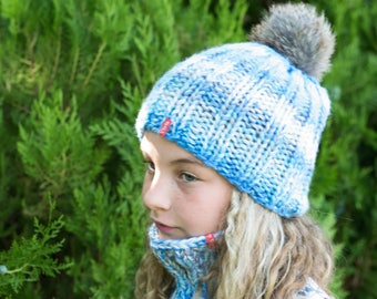 Hand knit toddler hat cowl scarf set / Chunky knit pom pom hat / Chunky knit cowl scarf / Warm winter knit set / Knit blue hat / Unisex hat