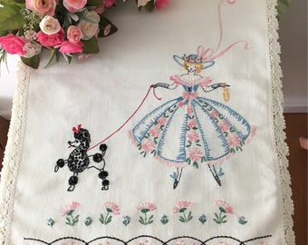 1930's Beautiful Embroidered Dresser Scarf