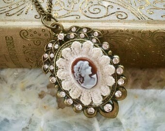 The Victorian Lady Cameo Pendant Necklace