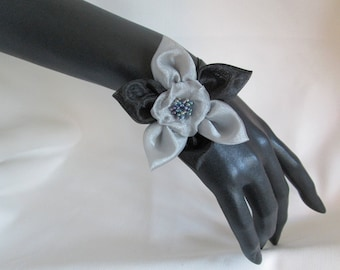 Bracelet with an organza flower and a Pearl heart on a satin ribbon
