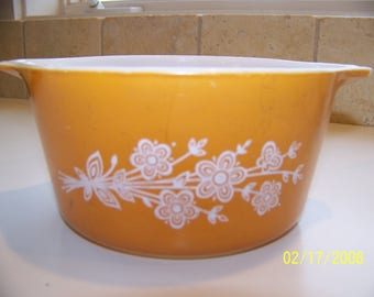 Vintage Pyrex Butterfly Gold 1 Qt Bowl with handles #473-B