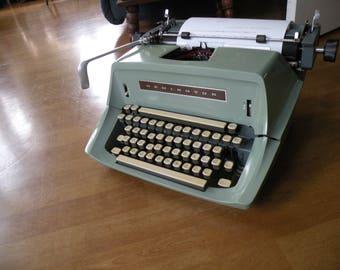 Vintage ManualTypewriter Remington ,Working typewriter Good Ribbon, Portable typewriter, Sea Foam Green,