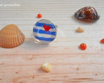 Ring heart stripes and striped blue and white cabochon glass