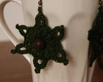 Green earrings crocheted with cotton yarn and bead