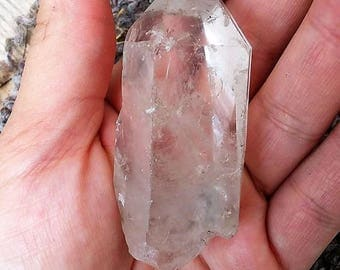 2 1/2 inch rutilated quartz point//quartz point//57.3 grams//rutilated