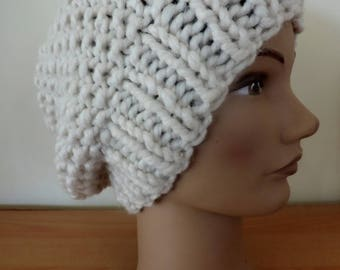Warm and comfortable mesh beret style hat