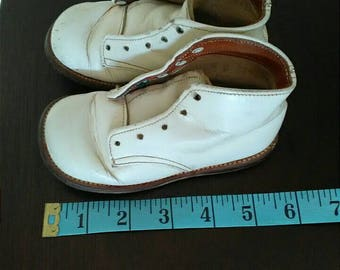 1960s White Leather Baby Shoes, Stride Rite Baby Shoes size 5D, Shabby Worn Baby Shoes