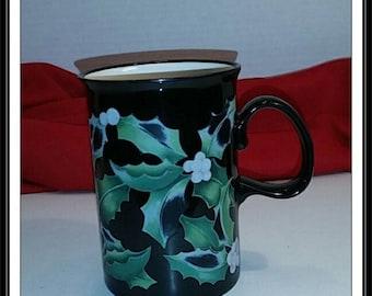 Dunoon Christmas Mug Holly Leaves