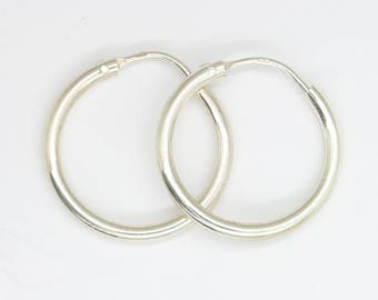 Vintage silver hoop earrings/small hoop earrings/vintage hoops/vintage earrings/vintage silver/simple hoops/silver hoops/80's/free shipping