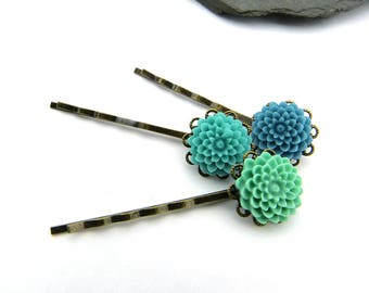 Colors of summer and the sea! Filigree, romantic hair clips trio with flowers in blue, turquoise and light blue cabochons on brass