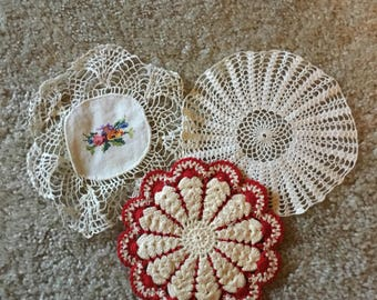 "Set of 3 vintage doillies 7"" across(crochet, embroidery, plain) White, Red"