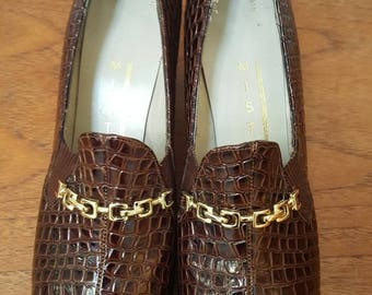 Vintage 70s Joseph Magnin MISTER J Brown Embossed Leather Reptile Print Heels Shoes Gold Chain Hardware Size 7.5