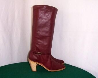 Sz 8.5m Vintage tall maroon leather 1990s women zip up stack heel boots.