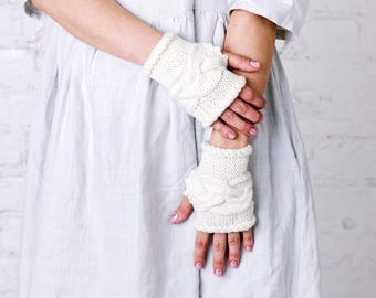 White merino wool wedding wrist warmers Autumn winter bride wrist warmers White wool wedding hand warmers Bride gift Wedding hand warmers