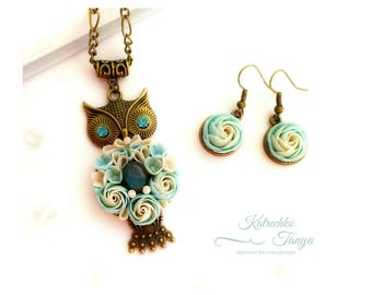 Polymer clay flower jewelry set. Owl pendant with blue labradorite. Blue flower earrings