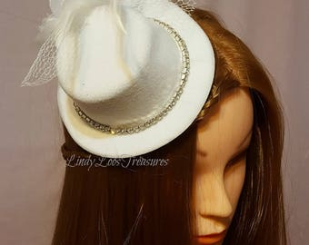 OOAK, White Mini Hat Fascinator, Wedding Fascinator Mini Hat, Bridal Headpiece, Races Fascinator, Fascinator on clips, White Fascinator,