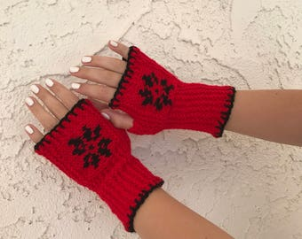 Red fingerless mittens with Snowflake