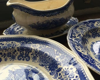 Lovely german vintage bowls and sauce boat!