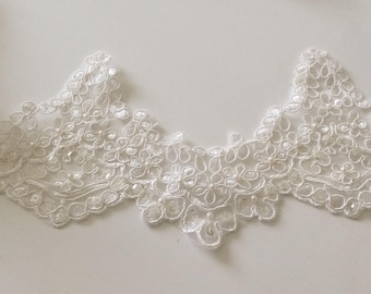 Embroidered lace width 12 cm bead shape off white wave