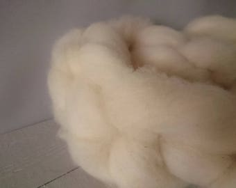 British Wool Roving 200g - un dyed roving- wool batt - Natural wool no chemicals - British wool - hand prepared Dorset fleece - spinning