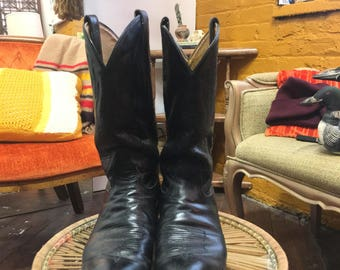 Tony Lama Cowboy Boots SZ 10D, Vintage  Black Western Broken In Leather Boots