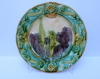 Barbotine commemorative plate of the beatification of Jeanne d'Arc