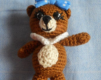 Key-Teddy bear Brown, dressed with a bow and a ruffle