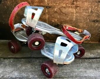 Vintage metal roller skates — photo 2