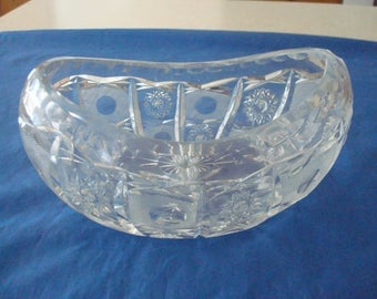 Lead Crystal Glass Serving Boat with Star Pattern