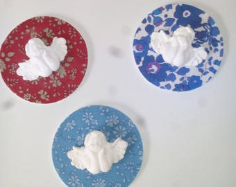 Round medallion with a little angel plaster