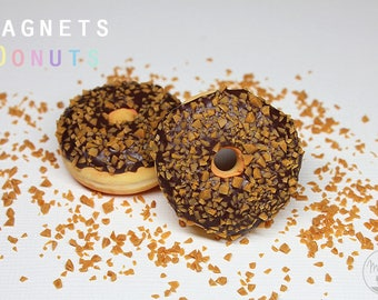 1 magnet: Donut chocolate and caramel chips