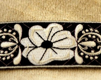 Patch fusible flower pattern Applique embroidered iron on 7 x 3.5 cm