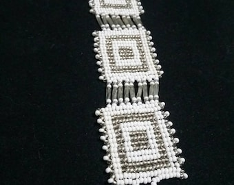 Native American white and silver seed beed bracelet