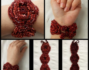Knitted wristlet