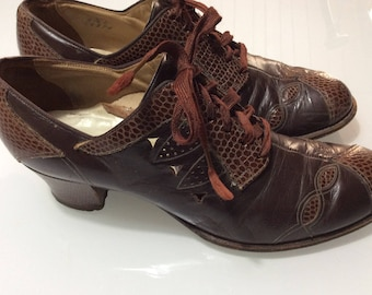 1940 Oxford Leather Shoes with Lace-Up and cuban Heels / Post-War Pin-Up Pumps