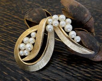 Trifari brooch Pearl Gold tone Vintage pin from the 1960s Crown Trifari mark