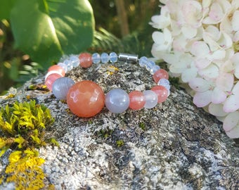Bracelet with natural gemstones and magnetic clasp