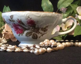 Norleans Japan, Fine Bone China TeaCup, Bright White, with Gold Trim and Pink Roses on the Vine
