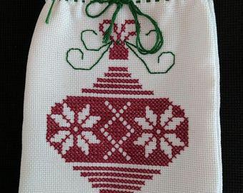 Christmas hand embroidered gift bag - Sac à cadeau fait à la main pour Noel