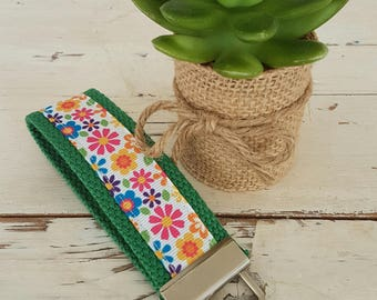 Key Fob - Green Retro Flower Design - Key chain - Key tag - ID Tag - Zipper Charm - Bag Tag - Wrist key fob - Handmade key ring