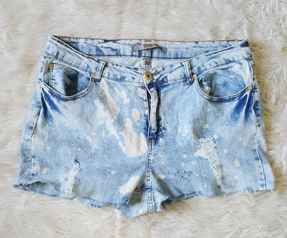 Plus size high waisted acid wash denim shorts 90s distressed denim shorts Size 16 XXL