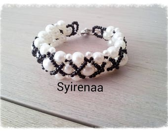 White pearls and Beads Bracelet with black seed beads