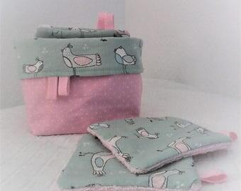 """Lingettes  lavables et panier , lingettes par 10 ,tissu """"oiseaux"""" ,coton et  éponge ,bébé fille ,tons roses et turquoises ."""