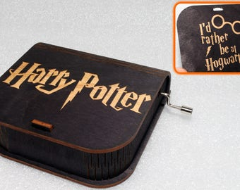 """Harry Potter - Engraved Wooden Music Box - """"Harry's Wondrous World"""" - I'd Rather Be At Hogwarts - Hand Crank Movement"""