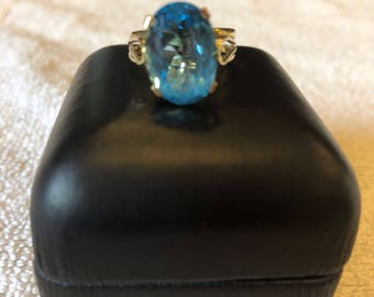 18K (750) Yellow Gold Blue Topaz Ring, Size 6.5